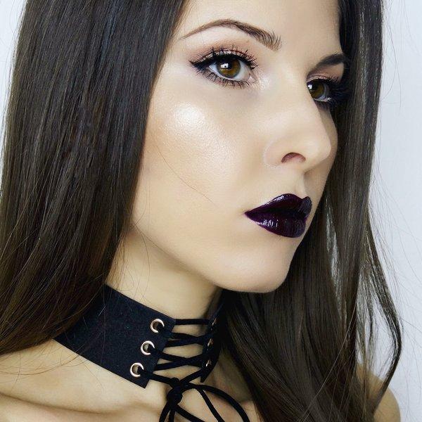 черна боровинка устни