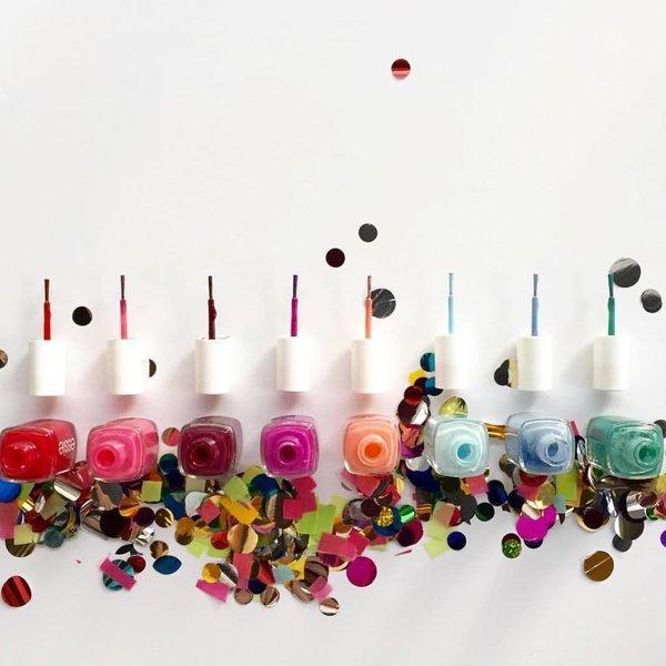 избери лак за нокти според зодията ти