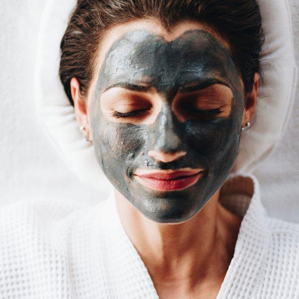 Активен въглен като съставка в продуктите за почистване на лицето
