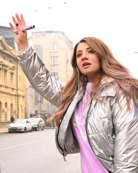 Един куфар, Стефи и #салонефект в града: как новата Maybelline спирала за мигли се промъкна в Инстаграм?