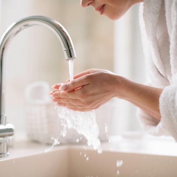 Почисти лицето си с обогатени с хиалурон продукти