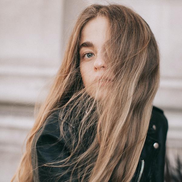 Шампоан за сухо измиване на косата: как се ползва?