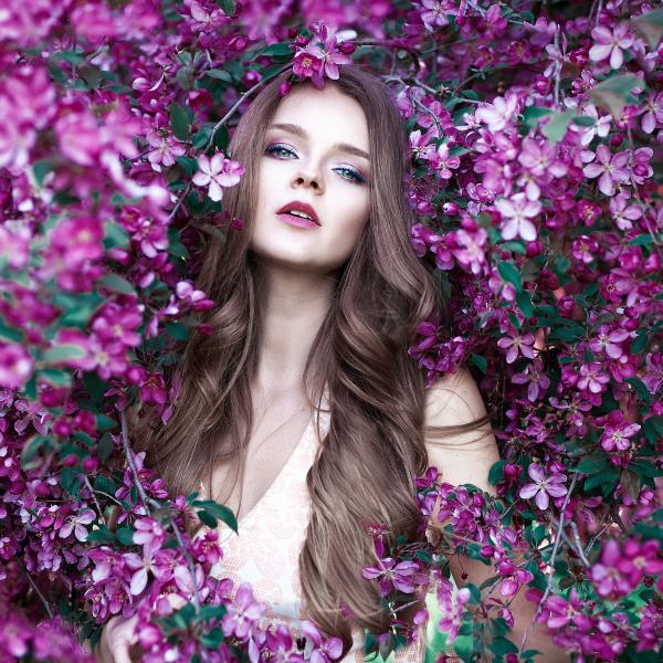 Женски парфюми: Tоп 6 пролетни аромата, които трябва да пробваш веднага