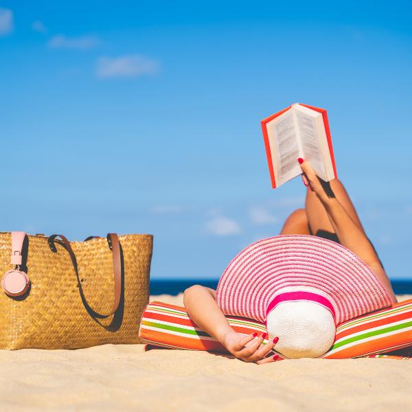 Какво да вземем в несесер за грим на лятната почивка?